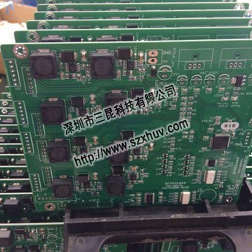 2.照射头的散热设计也大有文章。LED灯珠产生的热量要通过照射头结构散发到空气里。目前日系品牌和国内品牌的主流设计都是采用一根空心金属管作为照射头的散热基座,LED灯珠的基板卡在管状基座的末端,从LED发出的热量要经过基板沿着基板的宽度方向传递到金属管,再沿着金属管的长度方向传递,三昆的产品不使用金属管作为散热基座,而是使用实心金属基座,只在实心基座上加工出小孔供必要的导线通过,这样做首先是改进了热路,LED灯珠的热量通过基板的厚度方向而不是宽度方向直接传递到实心金属基座,其次因为实心基座的截面积比圆管的